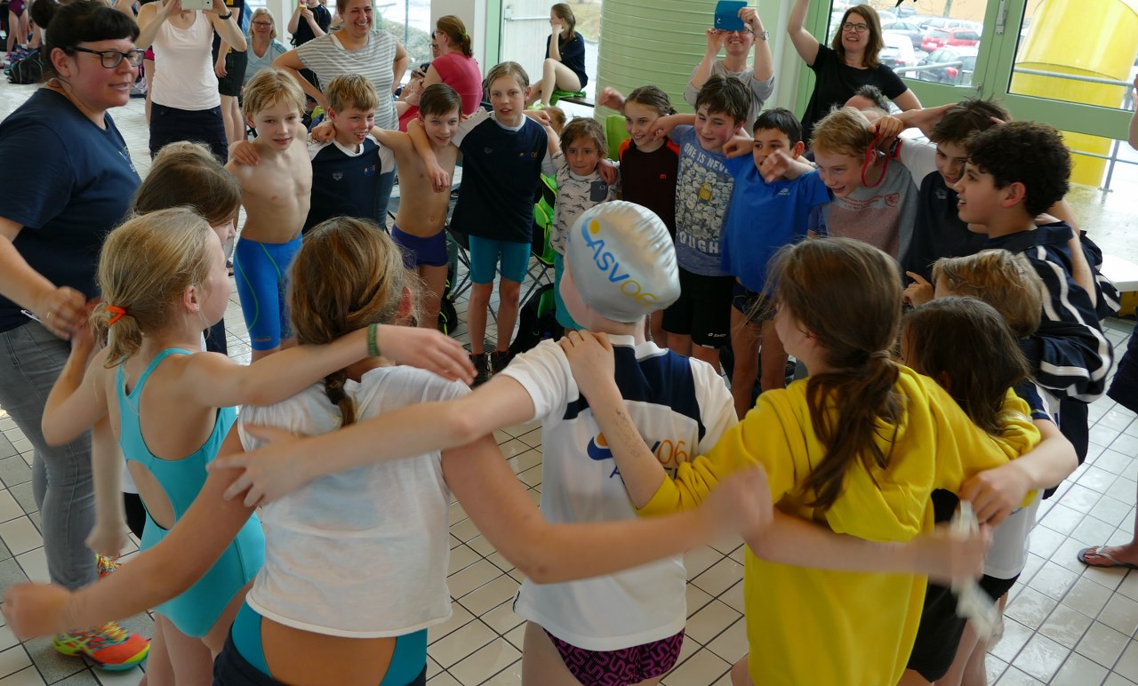 Medaillensuche beim Osterschwimmen in Eschweiler